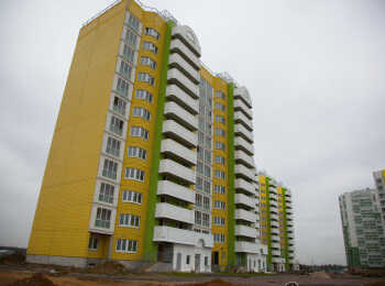 Яркие желто-зеленые фасады